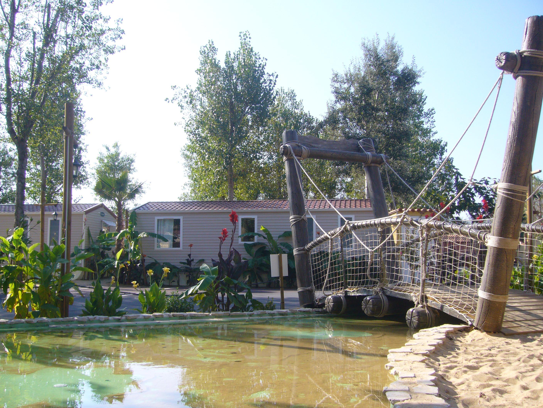 Quartier style pirates, pont en bois