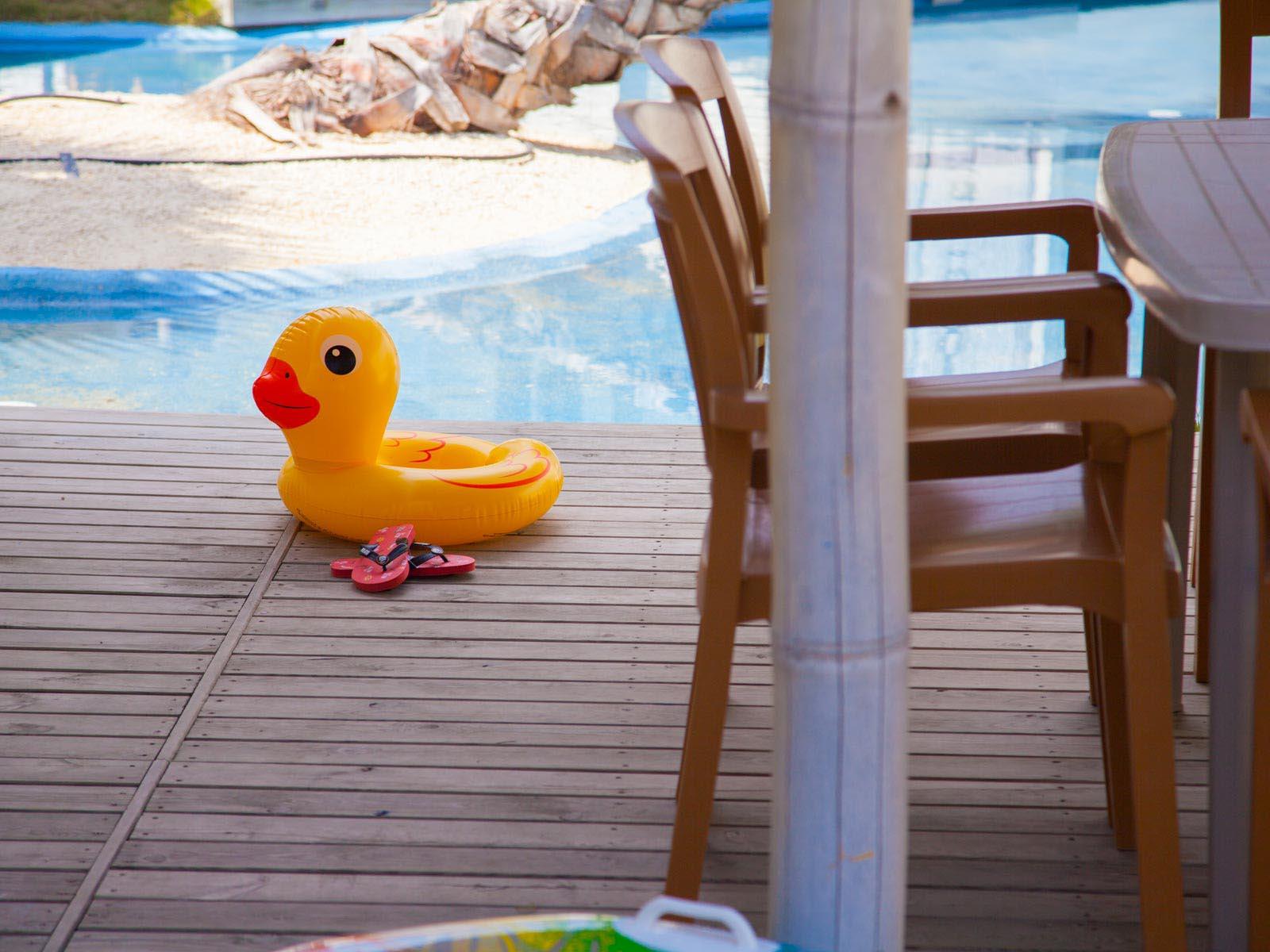Canard jaune en plastique