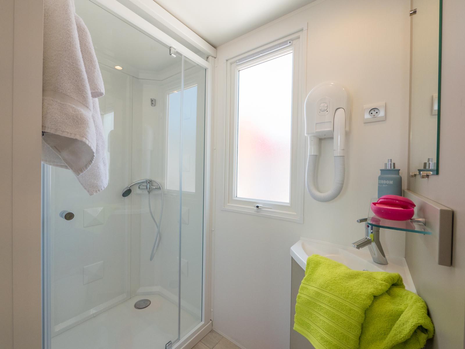 Salle de bain intérieur du mobilhome