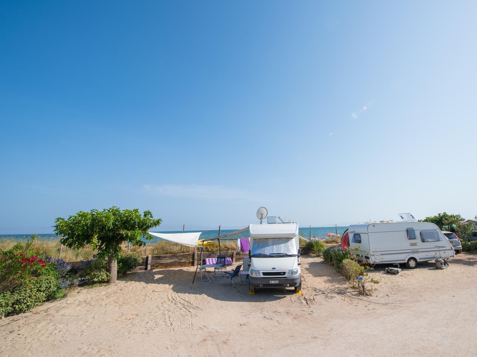 Emplacements de camping au bord de la mer
