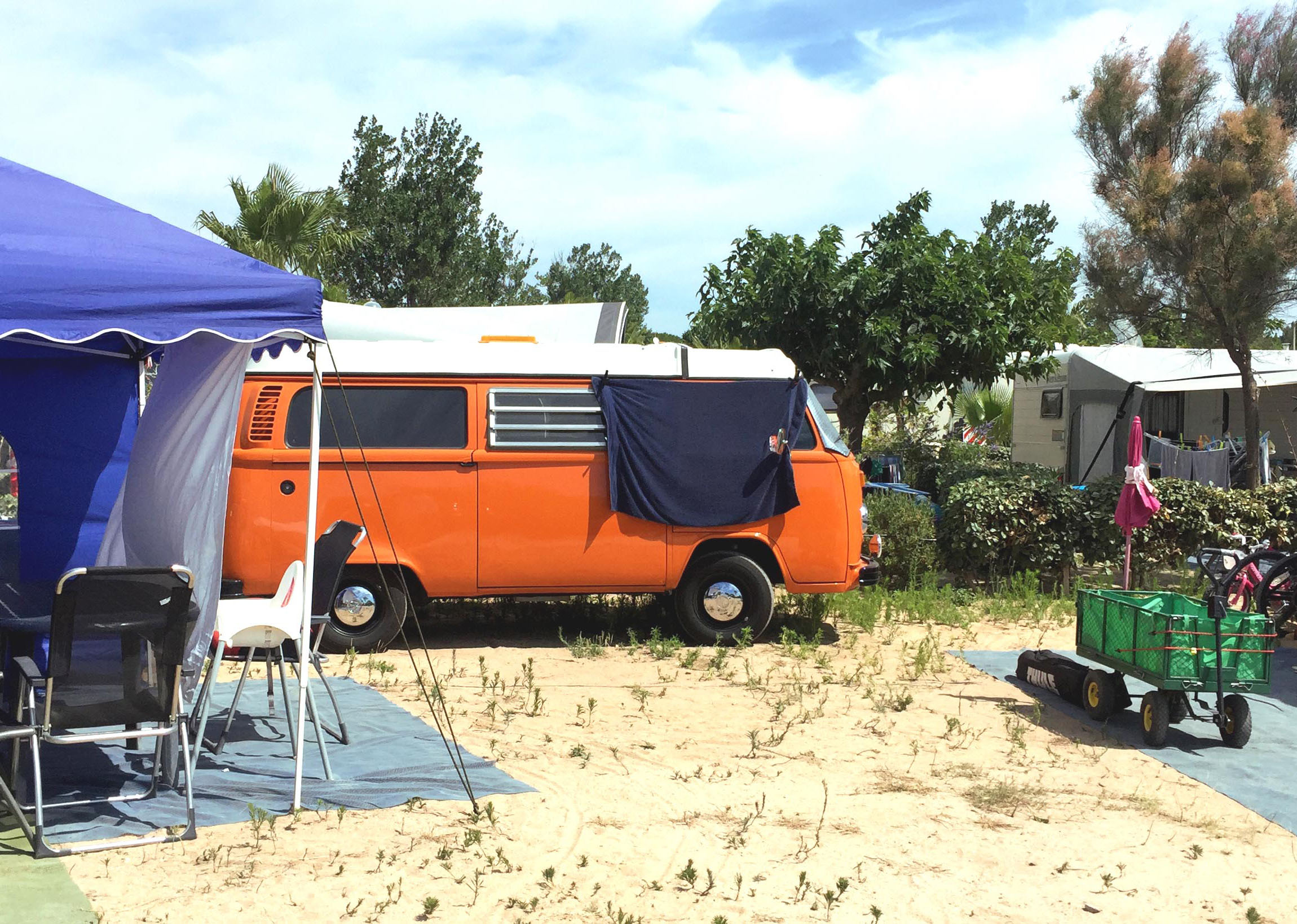Combi volkswagen orange emplacement camping