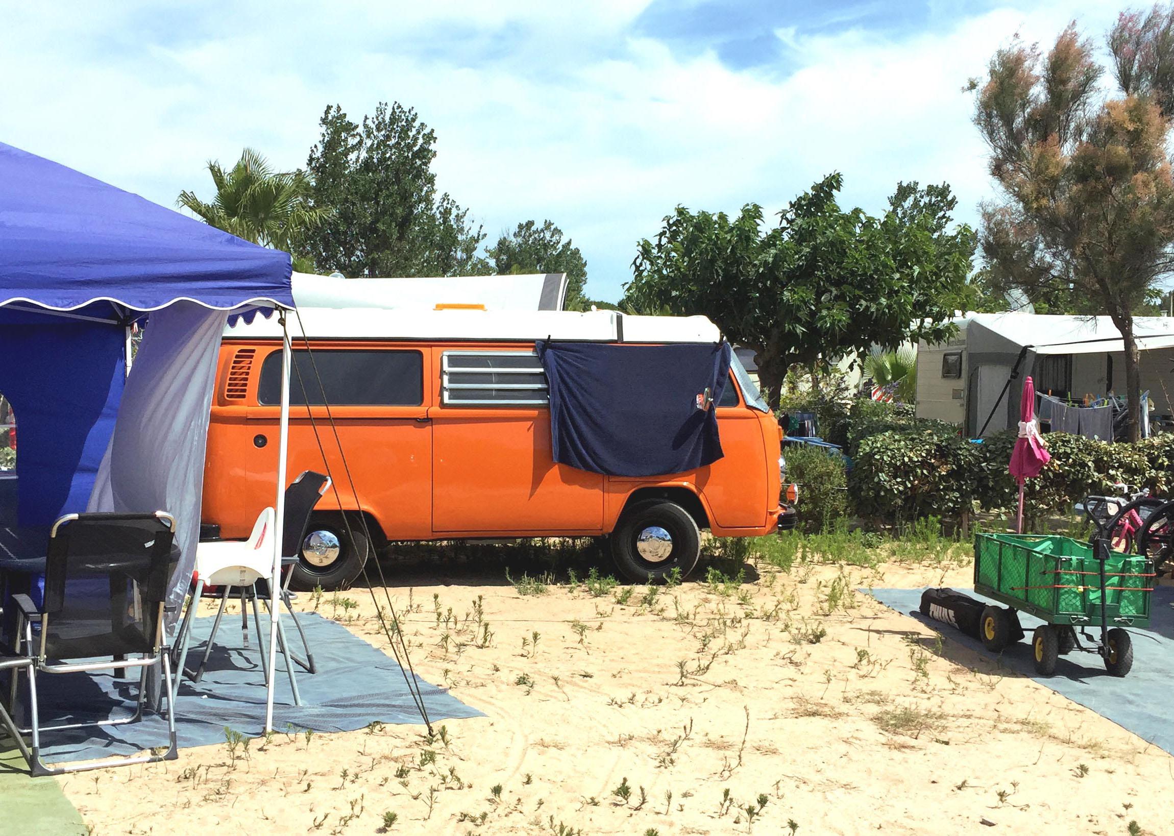 Combi volkswagen orange emplacement camping