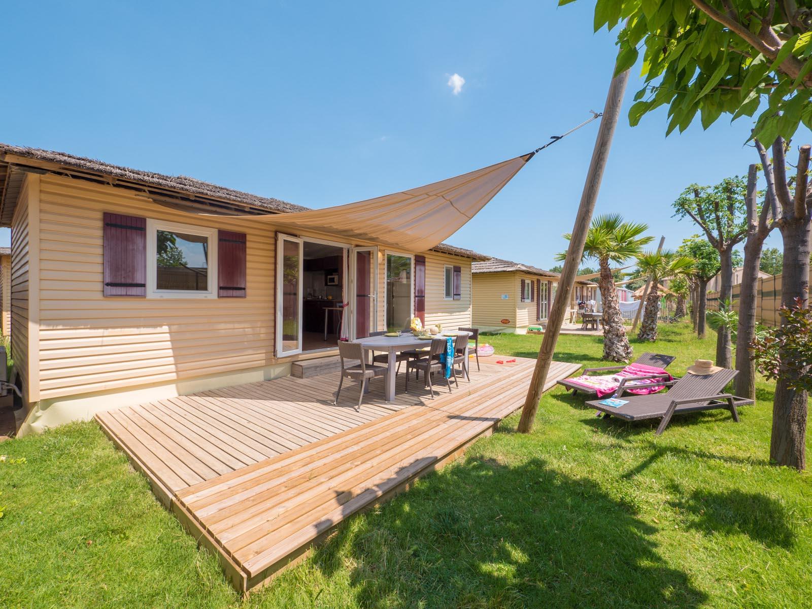 Cottage en bois et sa terrasse en lambri