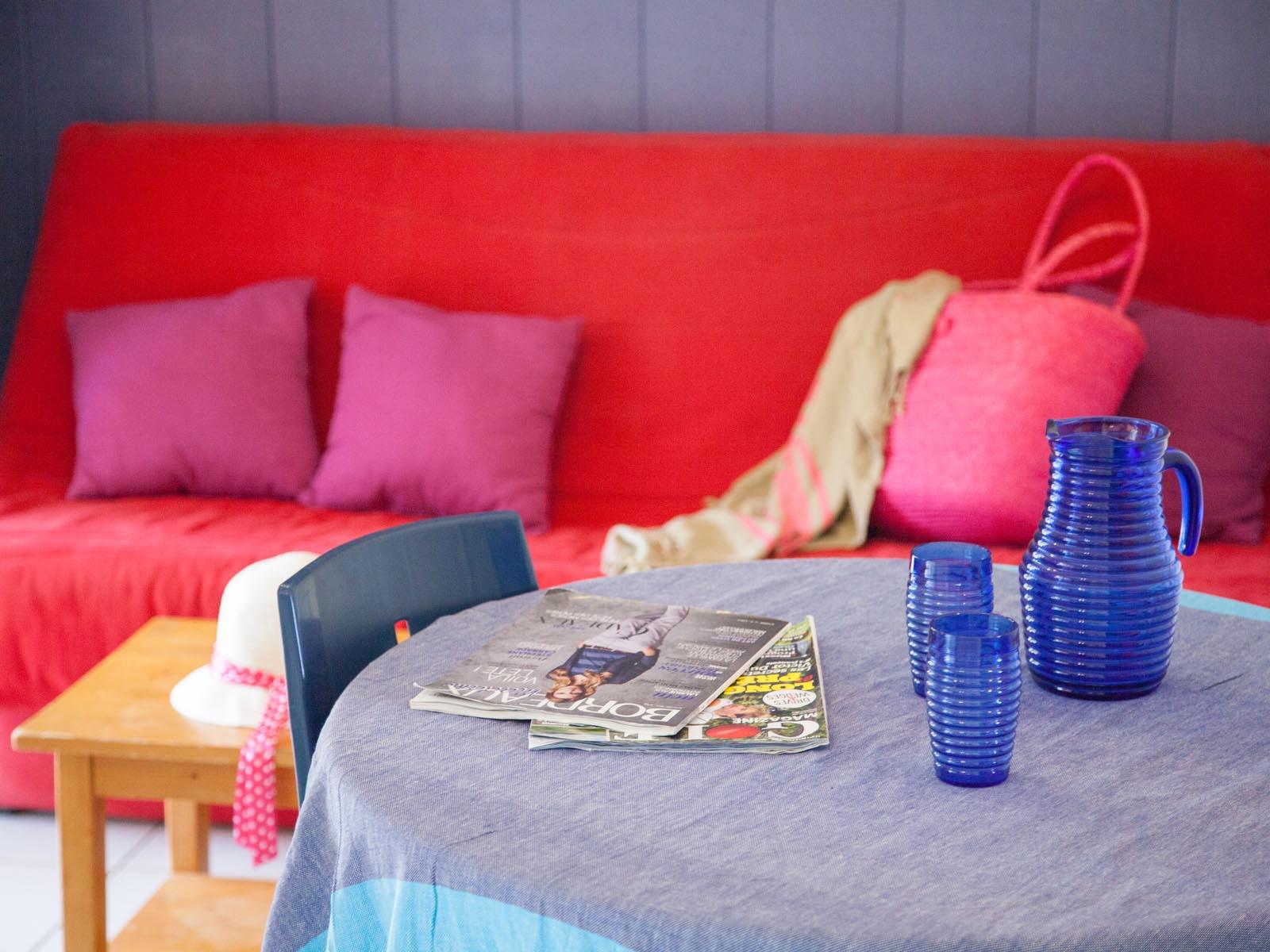 Sofa et table pour les vacances