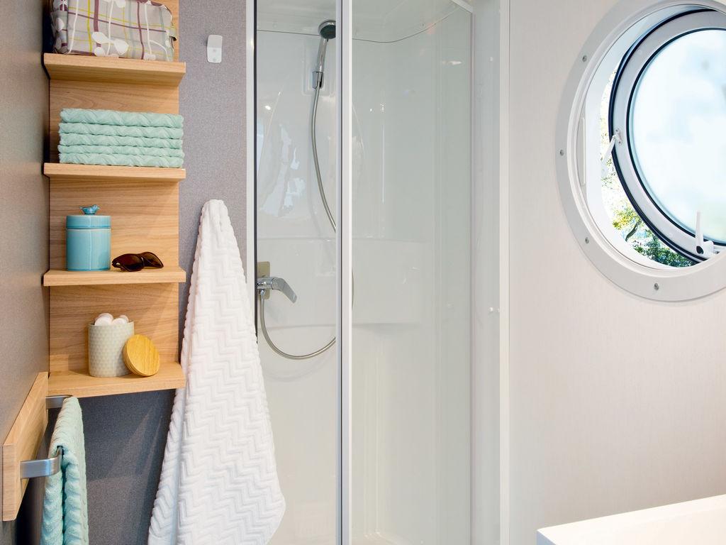 Salle de bain de mobilhome moderne